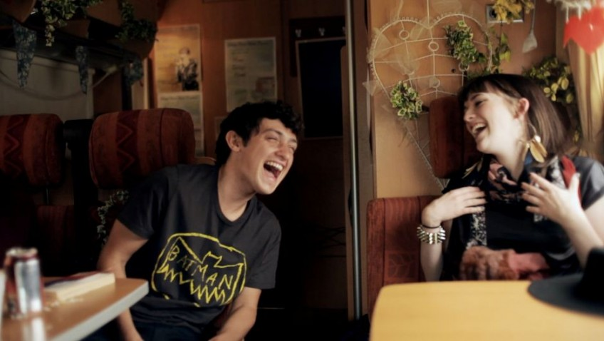 Charlotte Ritchie and Craig Roberts show promise as Benny & Jolene