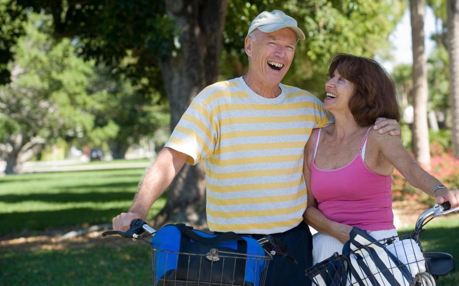 Couple with bicyles living longer