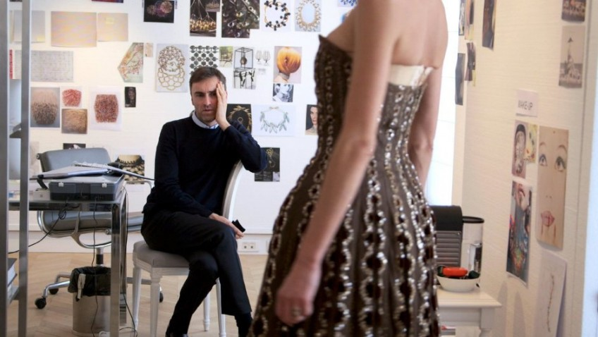 A beautifully made and entertaining documentary about the famous House of Dior and the man who replaced John Galliano.