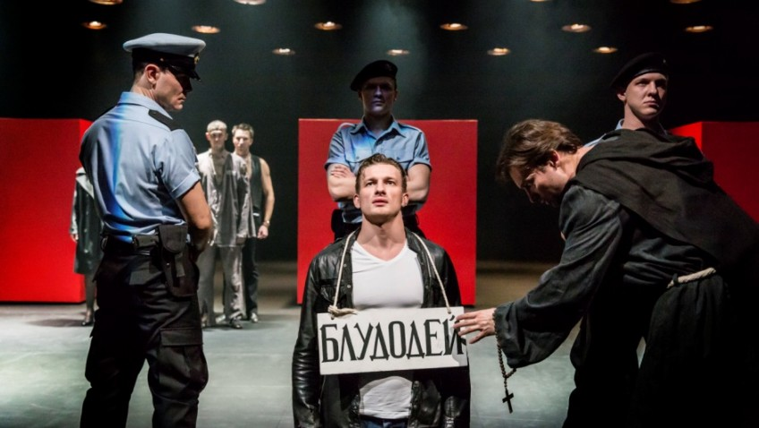 Shakespeare is acted in Russian directed by a renowned English director