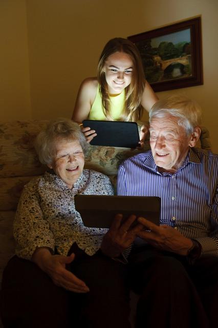 L-R_Pauline_Holly_Bernard_Tablets