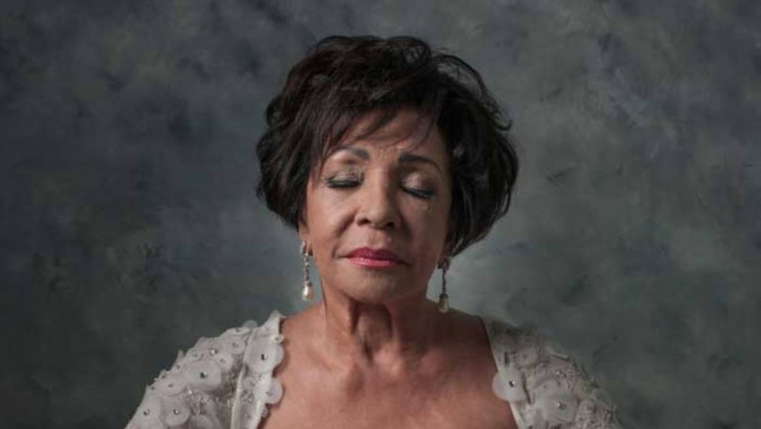Dame Shirley Bassey Helps Rnib Launch See The Need