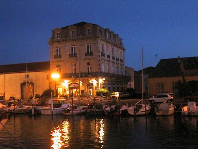 Marseillan-night