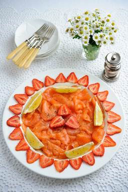 Sweet Eve strawberries with smoked salmon and cracked pepper