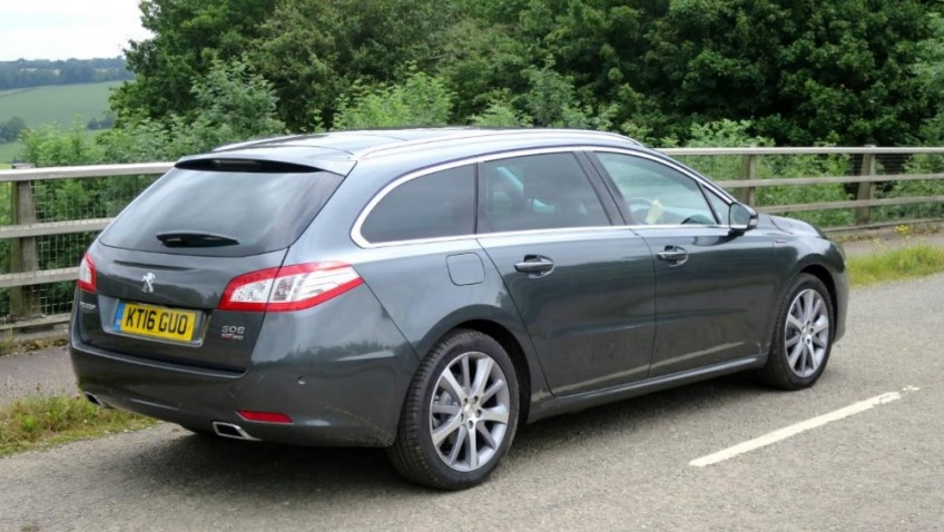 A spacious, luggage hauling Peugeot 508