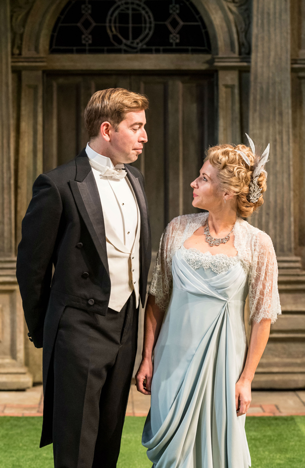 Edward Bennett and Lisa Dillon in Loves Labour's Lost - Credit Manuel Harlan