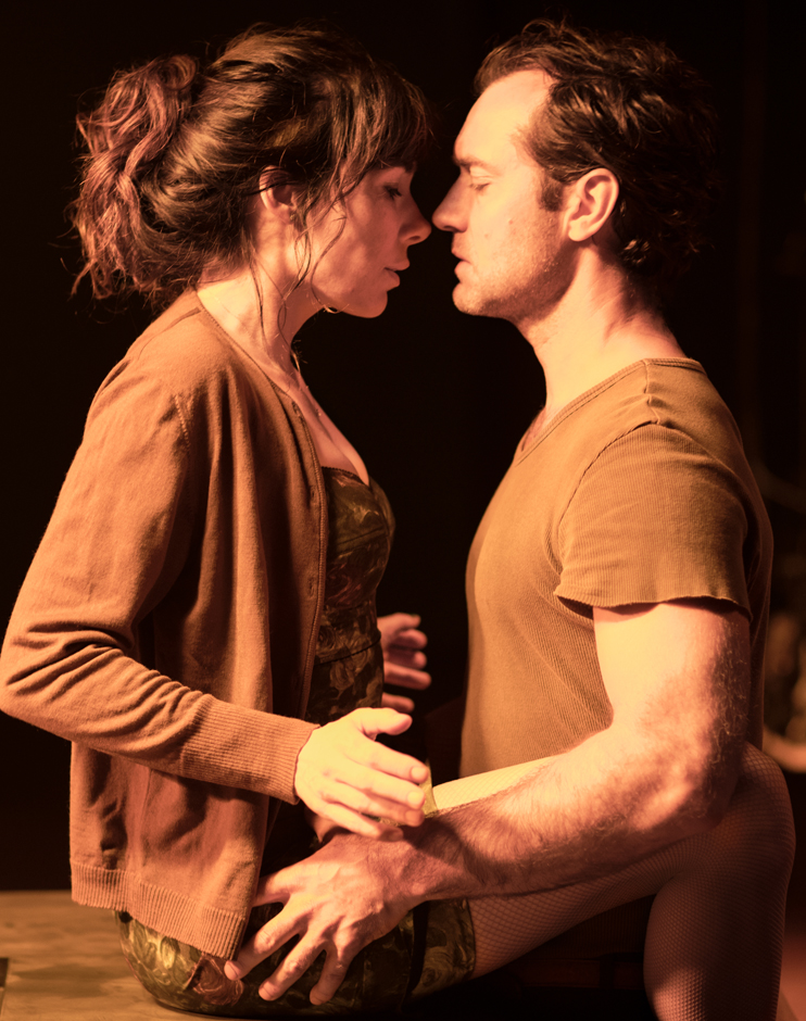 Jude Law and Halina Reijn in Obsession - Credit Barbican Theatre
