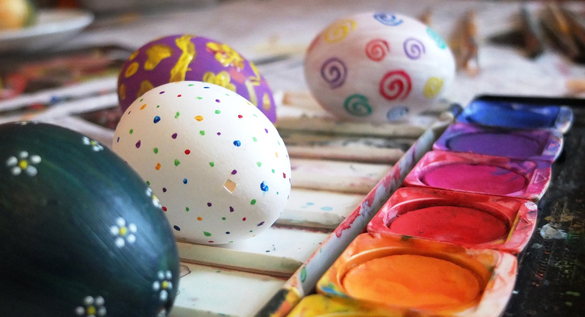 Painting Easter eggs - Free for commercial use No attribution required - Credit Pixabay