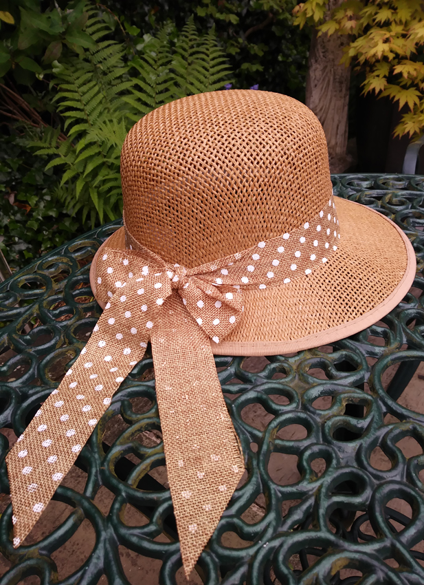 French market - Cheap hat