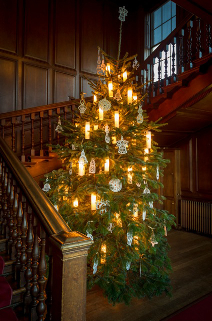 Christmas - Kensington Palace. Queen's Staircase Tree