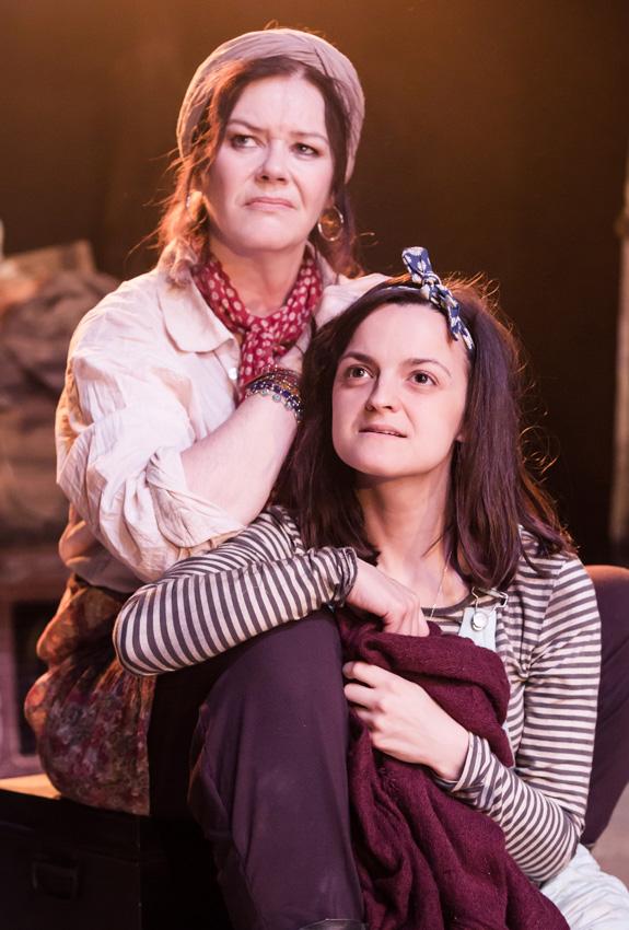 Josie Lawrence and Phoebe Vigor in Mother Courage and Her Children - Credit Scott Rylander