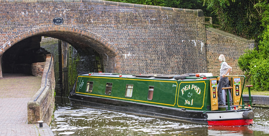 Canal boat - Tunnel - Waterways - Canal - Free for commercial use No attribution required - Credit Pixabay
