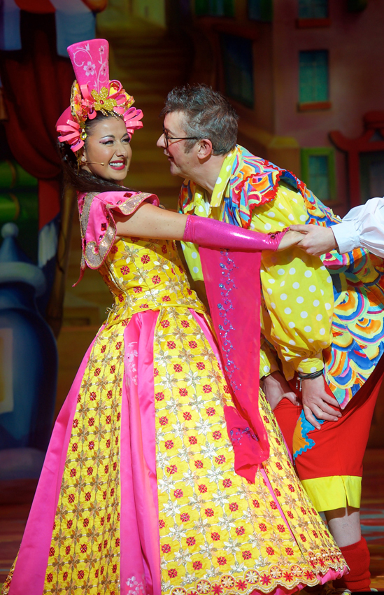 Joe Pasquale and Hayley Tamaddon in Aladdin
