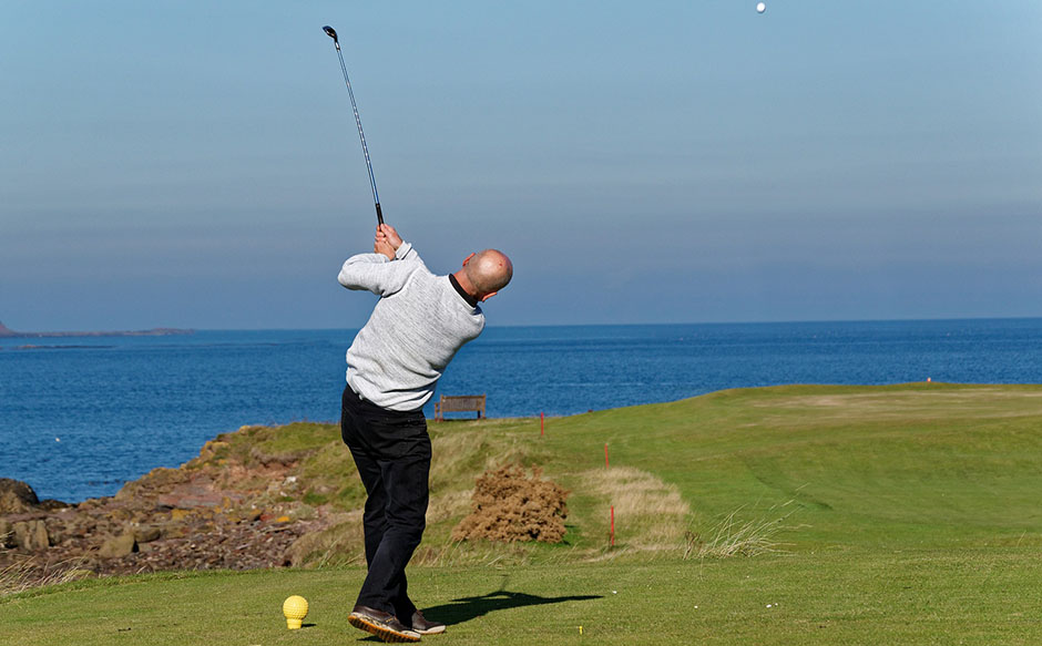 Man playing golf near sea - Free for commercial use - No attribution required - Credit Pixabay