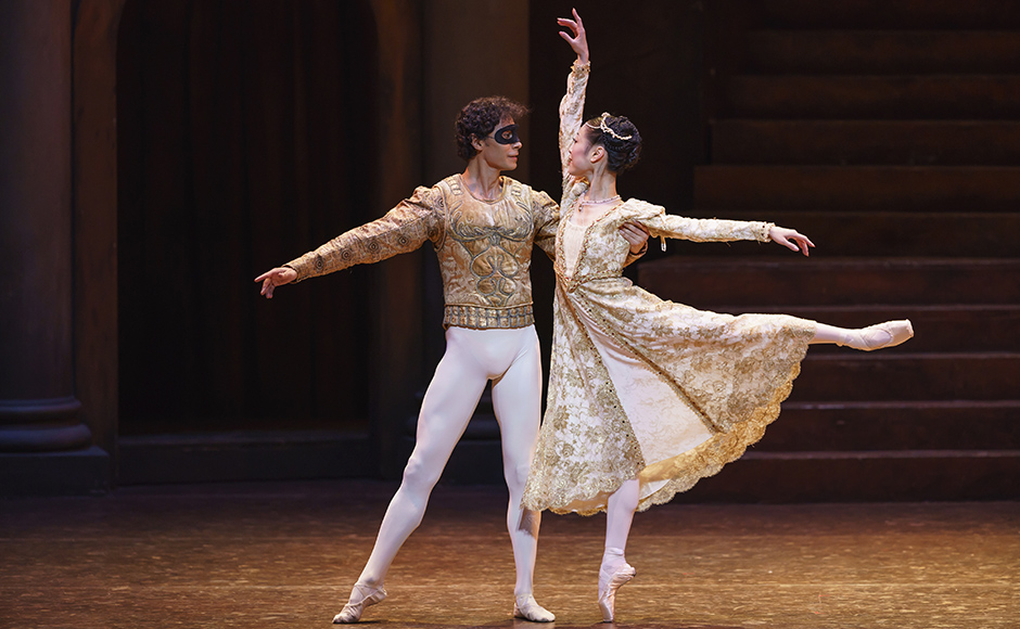 Momoko Hirata and César Morales in Romeo and Juliet