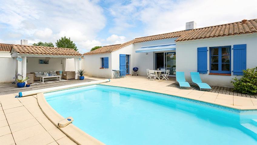Le Domaine de Vermarines pool and villa