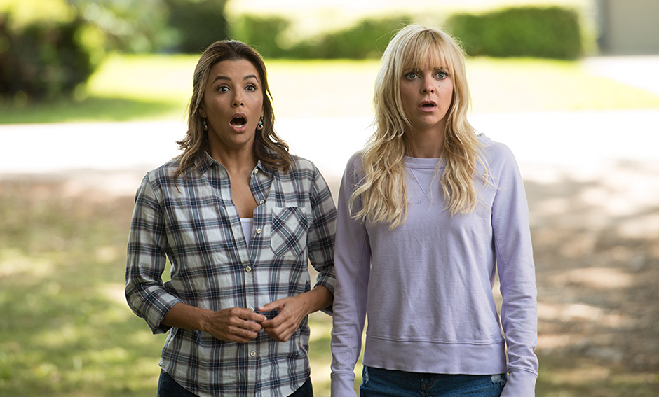 Anna Faris and Eva Longoria in Overboard - Photo by Diyah Pera - Copyright MGM and Pantelion - Credit IMDB