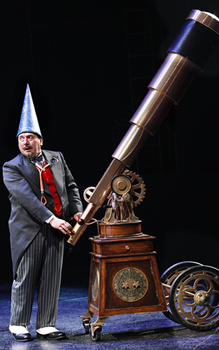 Adrian Scarborough in Exit the King - Credit Simon Annand