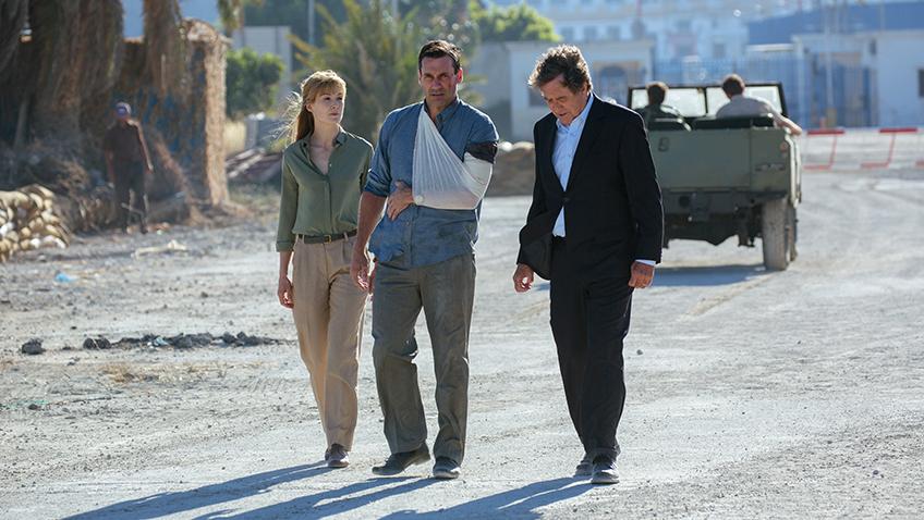 Jon Hamm and Rosamund Pike in The Negotiator