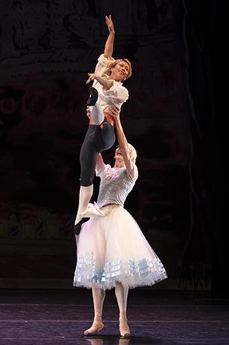 Les Ballets Trockadero de Monte Carlo - Credit Emma Kauldhar