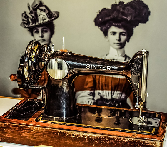 Antique sewing machine - Free for commercial use - No attribution required - Credit Pixabay