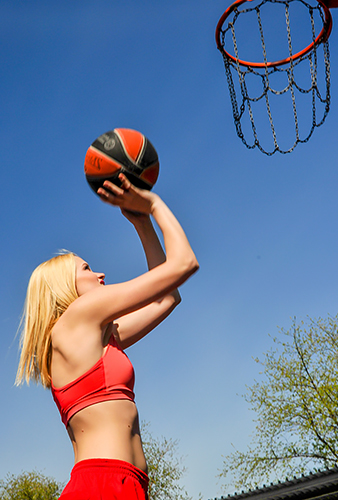 Girl playing netball - Free for commercial use No attribution required - Credit Pixabay