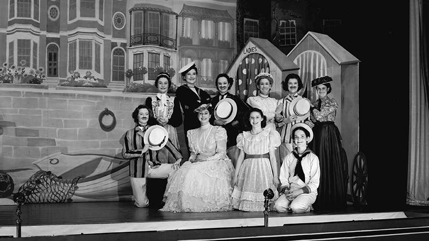 23rd December 1944: A beach scene with actors and actresses in 'Old Mother Red Riding Boots', a pantomime that is playing at Windsor Castle. (Photo by Lisa Sheridan/Studio Lisa/Getty Images) - Credit Royal Collection Trust