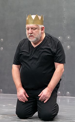 Simon Russell Beale in Richard II - Credit Marc Brenner