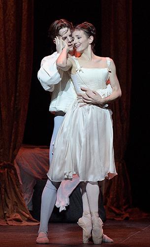 Alina Cojocaru and Joseph Caley in Manon - Credit Laurent Liotardo