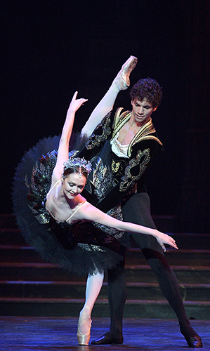 Jurgita Dronina and Isaac Hernández in Swan Lake - Copyright Laurent Liotardo