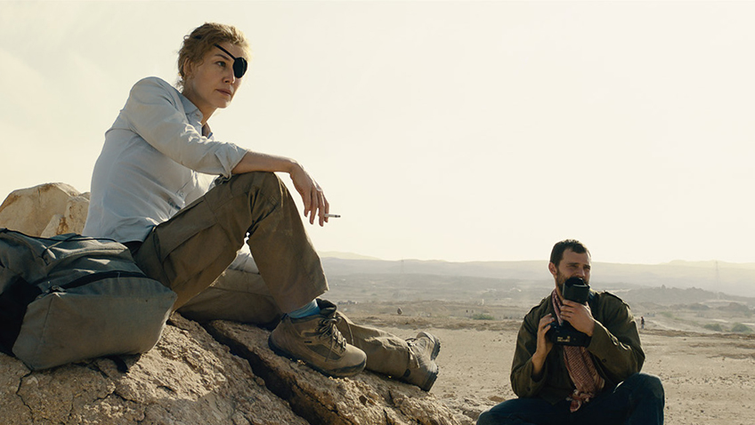 Rosamund Pike and Jamie Dornan in A Private War - Copyright Aviron Pictures - Credit IMDB
