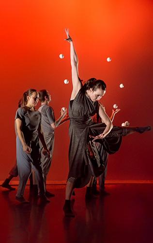 Gandini Juggling & Alexander Whitley - Credit Simon Carter