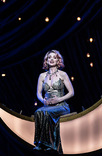 Sarah Tynan in ENO's The Merry Widow - Credit Clive Barda