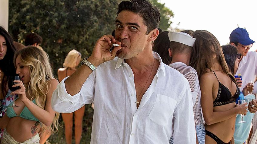 Riccardo Scamarcio in Loro - Credit IMDB
