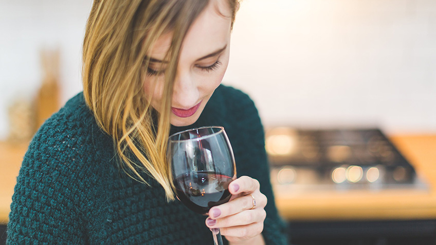 Women who drink wine put on fewer pounds than teetotallers