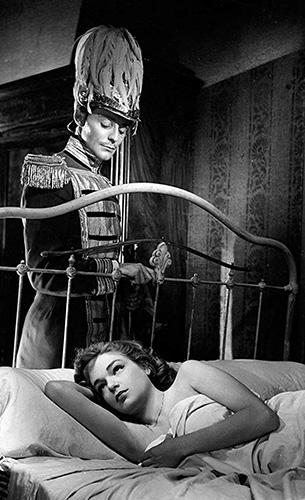 Gérard Philipe and Simone Signoret in La Ronde - Credit IMDB