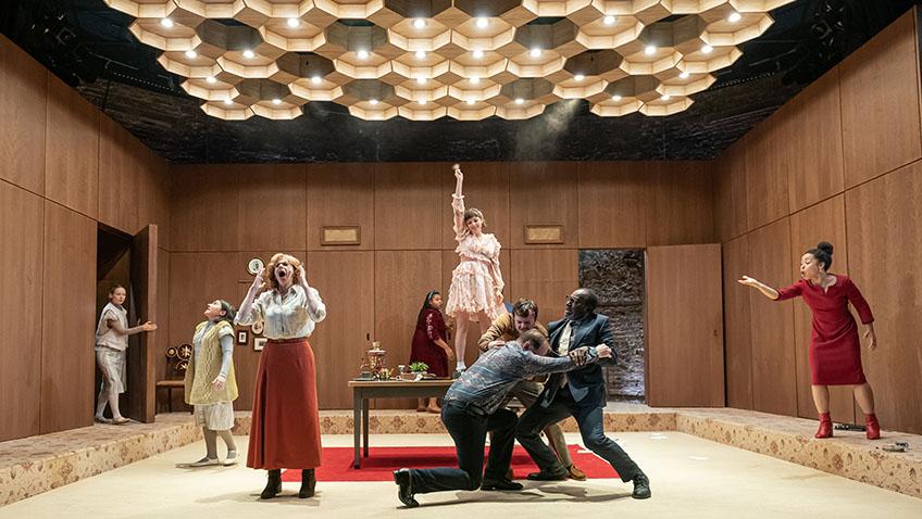 Maxim Gorky's Vassa gets a really bad production