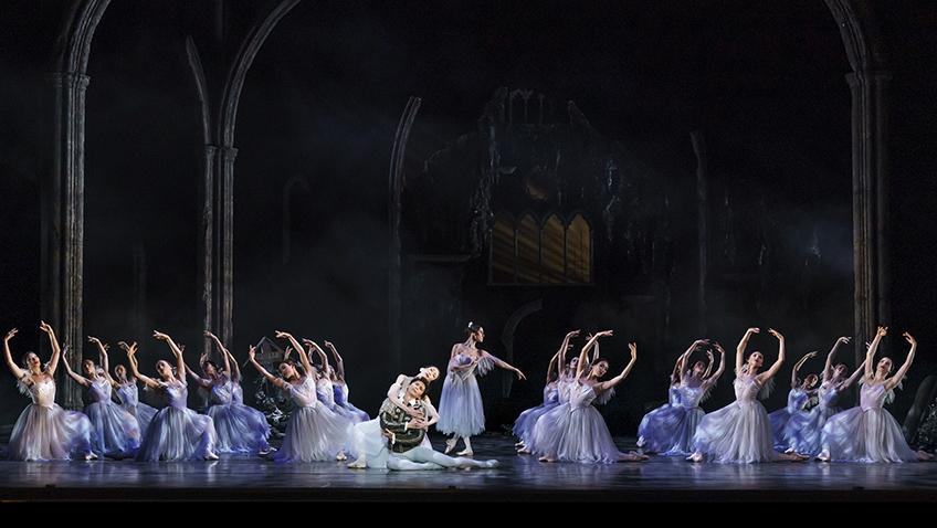 Birmingham Royal Ballet in Giselle - Credit Bill Cooper