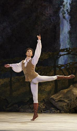 César Morales in Giselle - Credit Bill Cooper