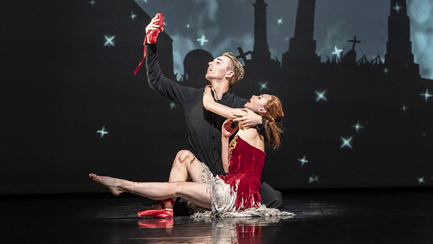 Liam Mower and Cordelia Braithwaite in The Red Shoes - Credit Johan Persson