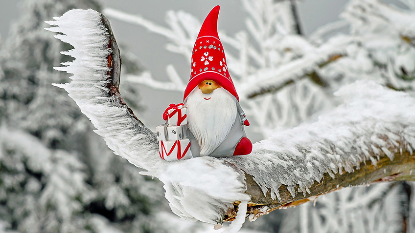 Santa Claus in snow - Free for commercial use No attribution required - Credit Pixabay