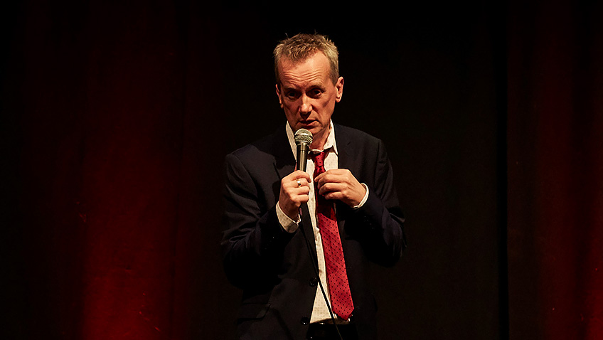 Frank Skinner charms the audience with his laid-back humour