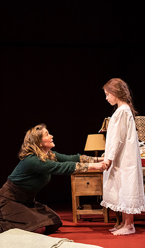 Abbiegail Mills and Jessica Hynes in Far Away - Credit Lizzie Clachan