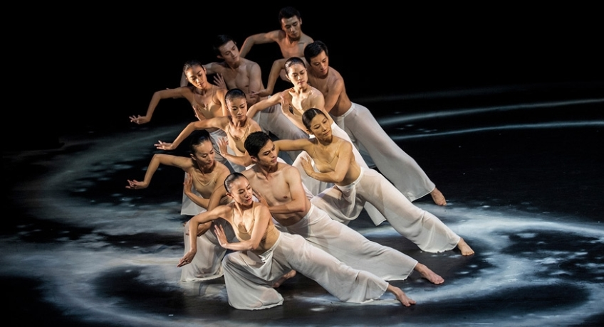 Robert Tanitch reviews Cloudgate Dance Theatre's Moon Water on line