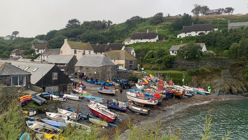A CORNISH HOLIDAY WITH A SURPRISING TWIST !