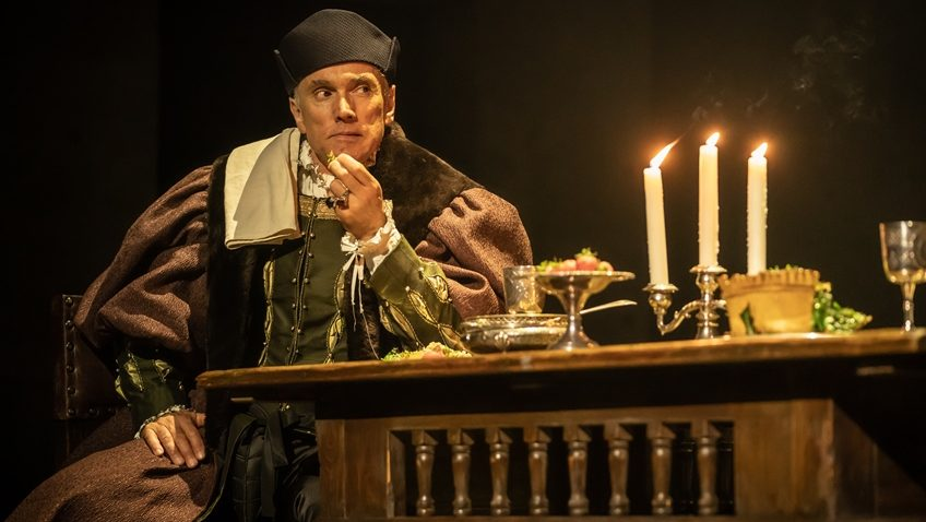 Robert Tanitch reviews The Mirror and The Light at Gielgud Theatre, London